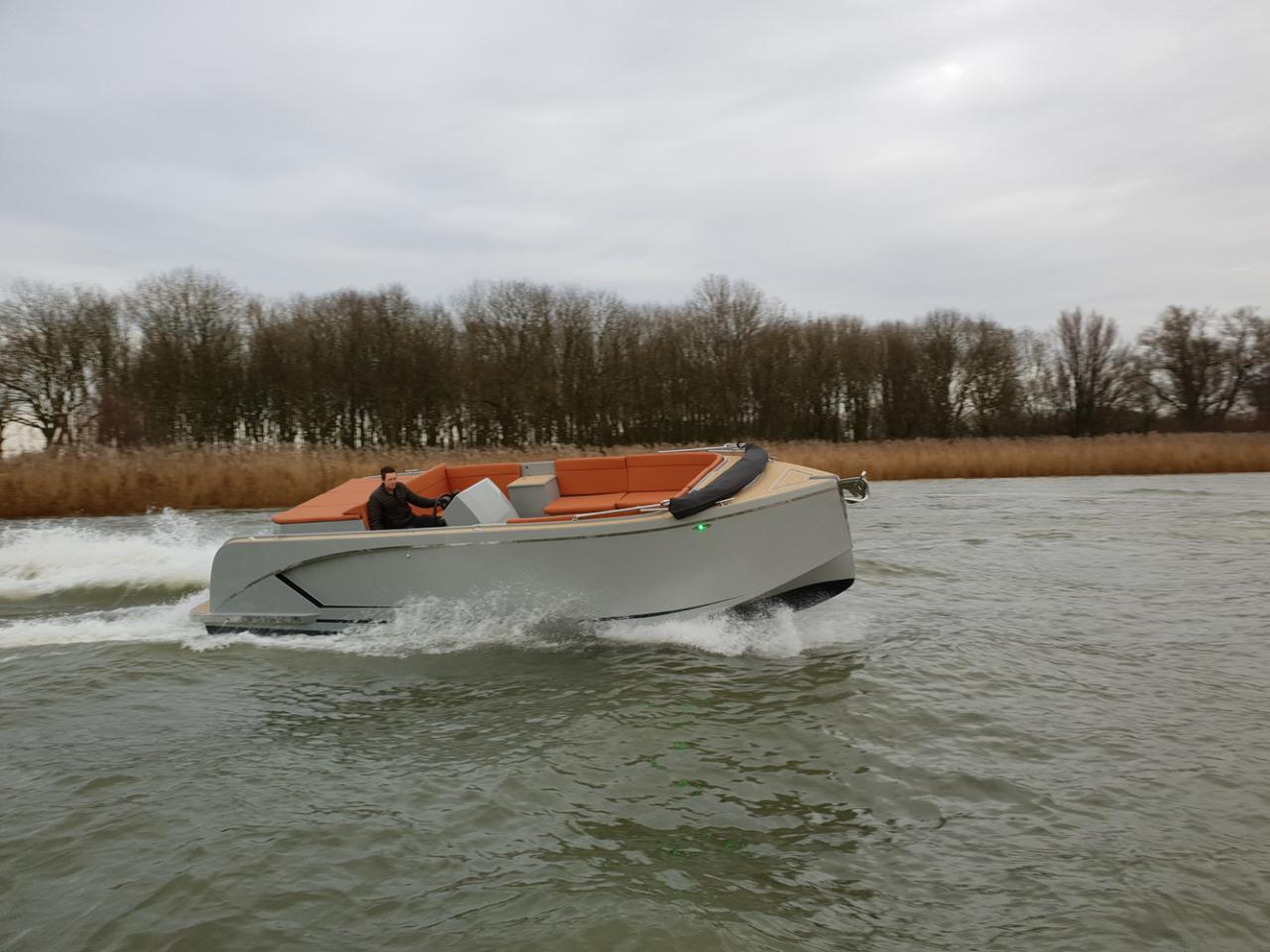 Maxima 840 tender 49